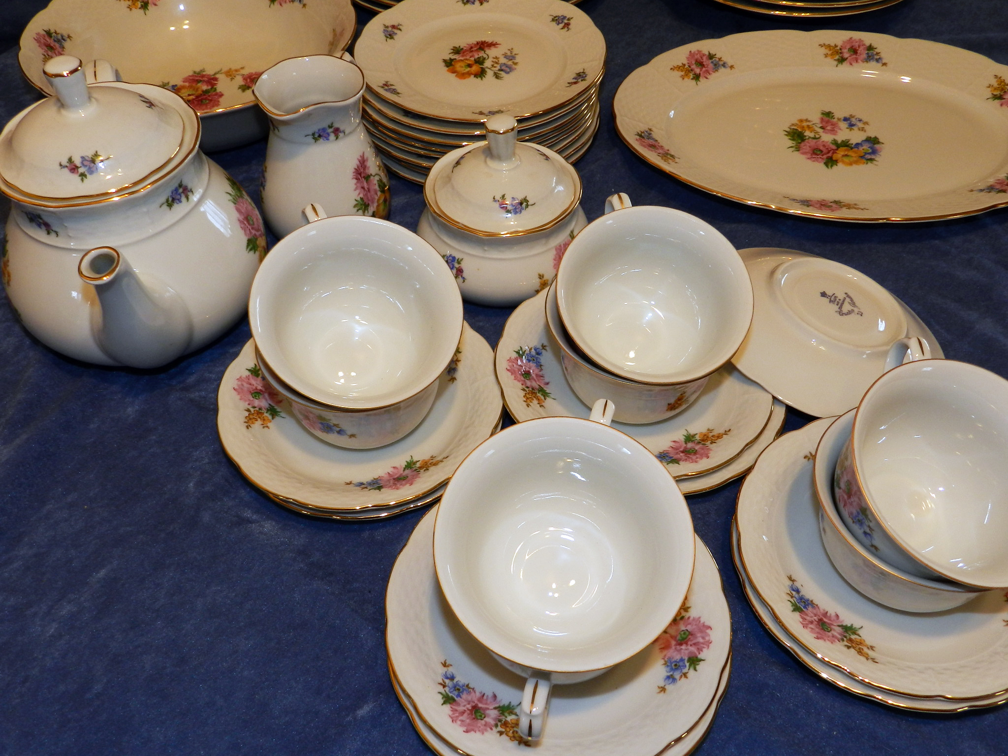 $187 - Classic Thun Dinnerware Setting for 8 - Country Garden