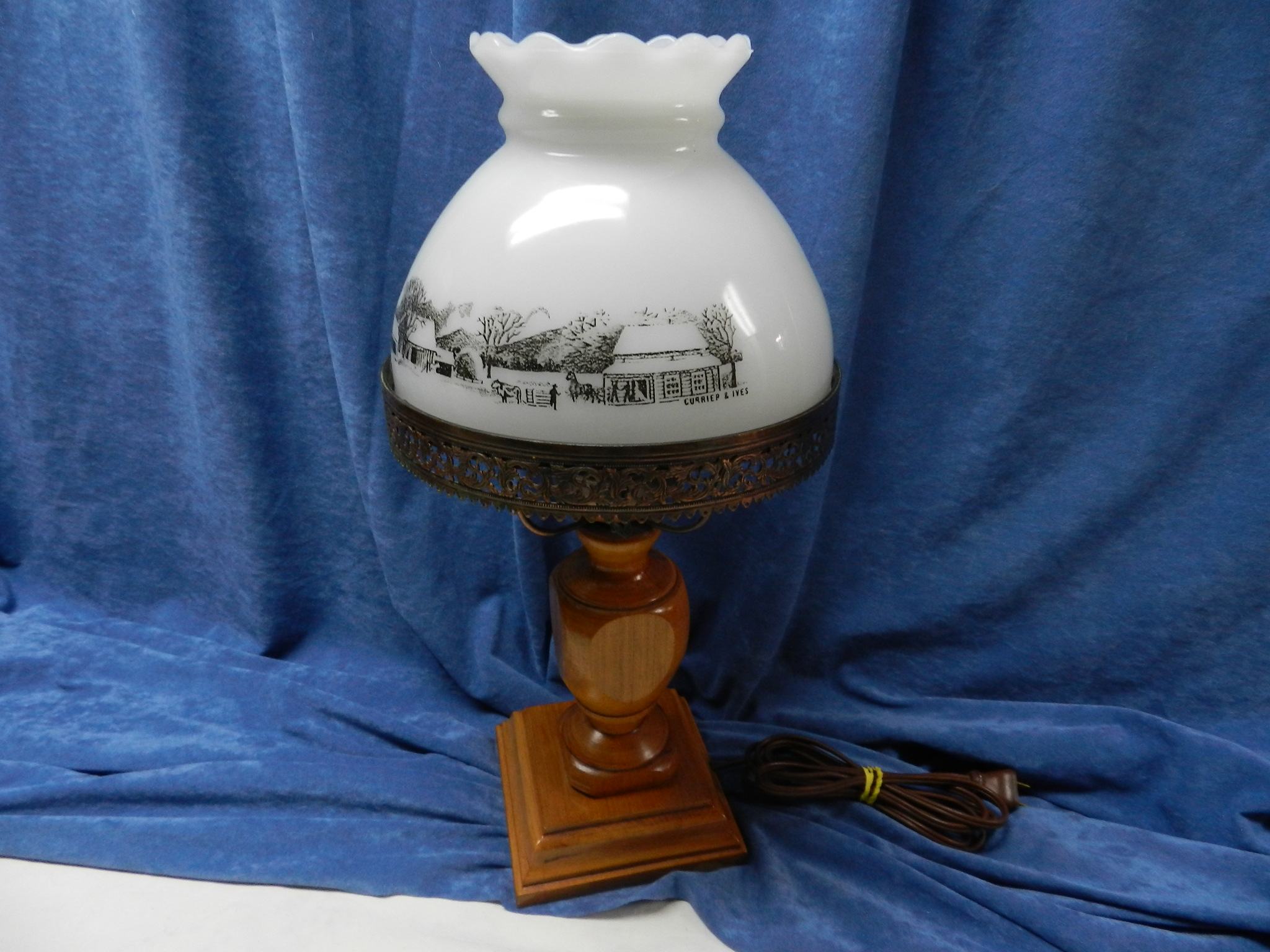 $19 - Currier and Ives Classic Desk Lamp